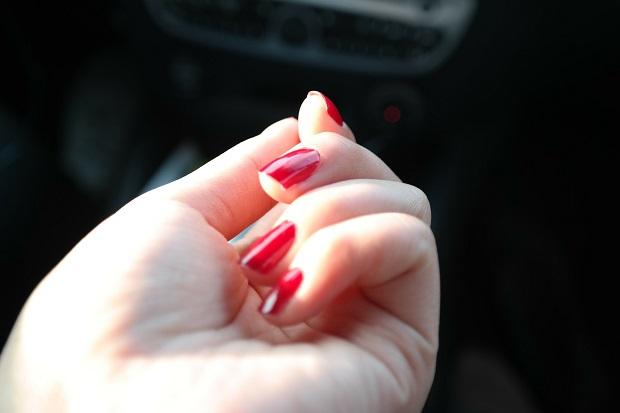 morder uñas