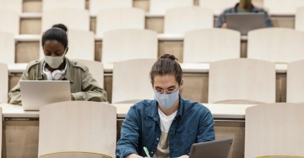 Estudiante enfrentándose a las pruebas FIR